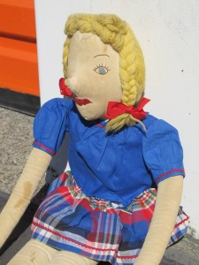dolly dingle side view