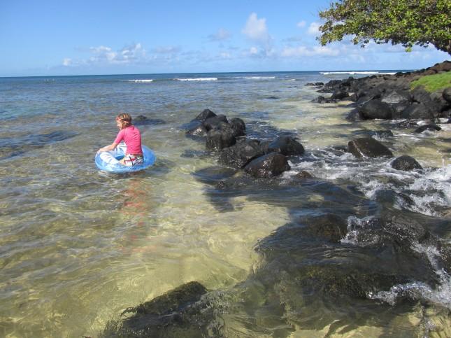 black rocks at pu'u poa beach