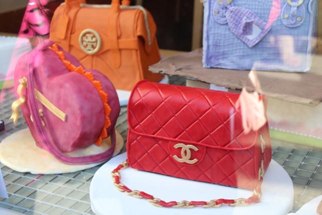 cake shaped like handbag