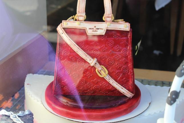 handbag shaped cake