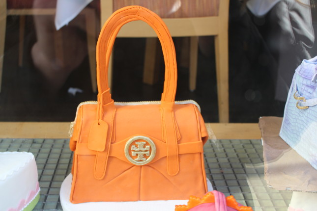 cake shaped like handbag